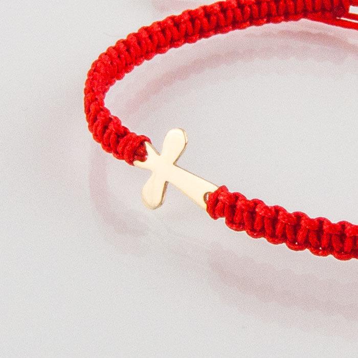 Гривна плетена с червен конец жълто злато кръстче овално