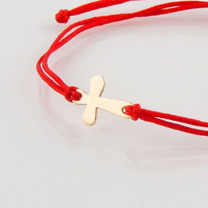 Гривна с червен конец жълто злато кръстче овално