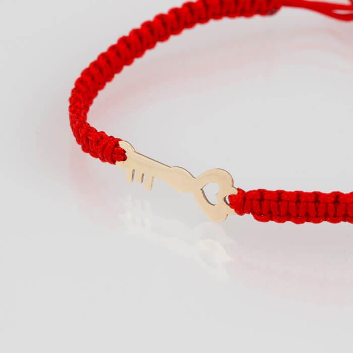 Гривна петена с червен конец жълто злато ключе