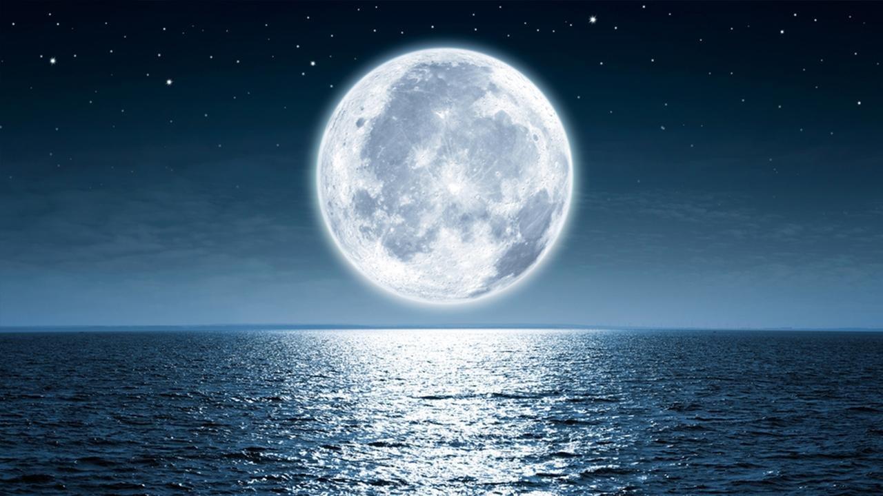 Луната и плускъпоценните камъни