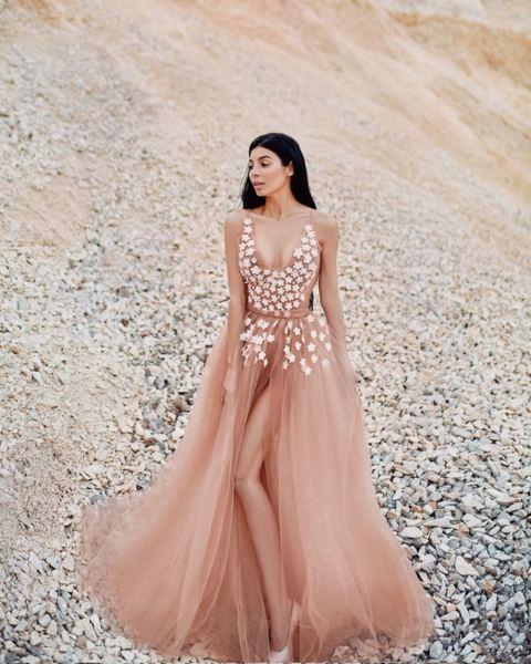 Мегз дълга рокля от тюл с 3D цветяи камъни