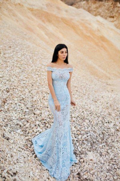 Мегз дълга дантелена рокля в синьо