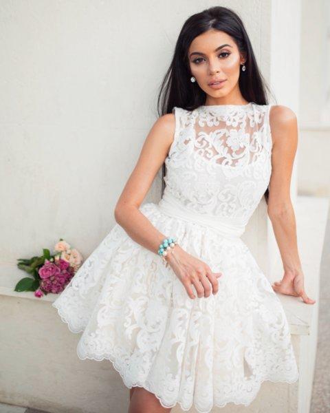 Мегз рокля с 3D дантела и бродерии