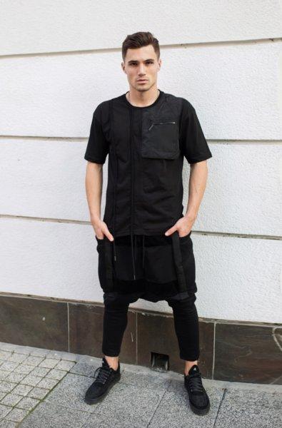 Панталон с уголемени джобове и детайли от метал и мрежа