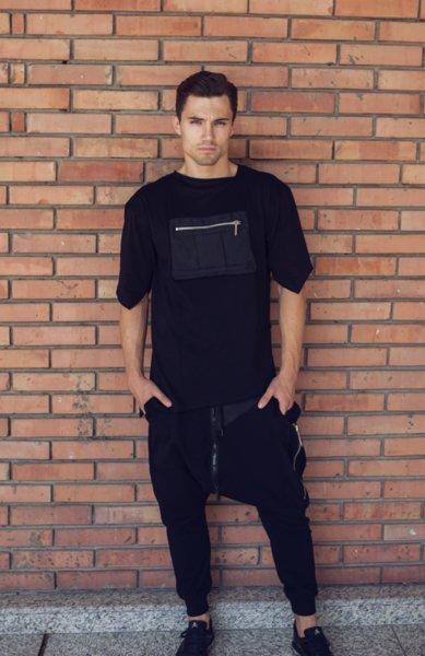 Нестандартен панталон с много ципове и ръчно плетени детайли
