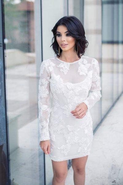 МЕГЗ права рокля с 3D дантела цветя бяла