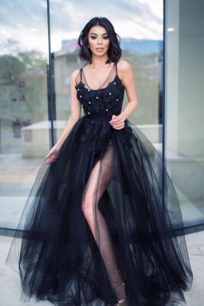Мегз дълга рокля с тюл, 3D цветя  и камъни