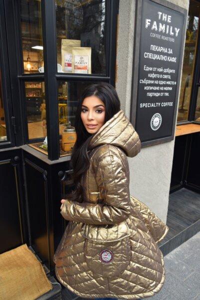 Мегз златно палто с бродерии