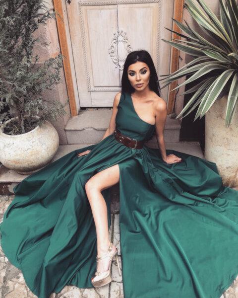 Мегз рокля с едно рамо и цепка