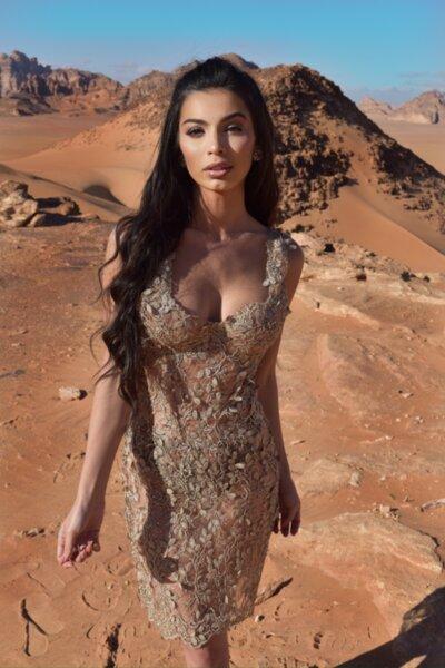 Мегз рокля с чашки права златна