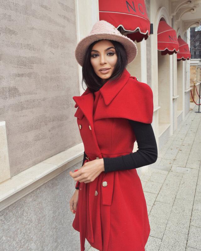 Мегз асиметрично палто с пелерина в червено