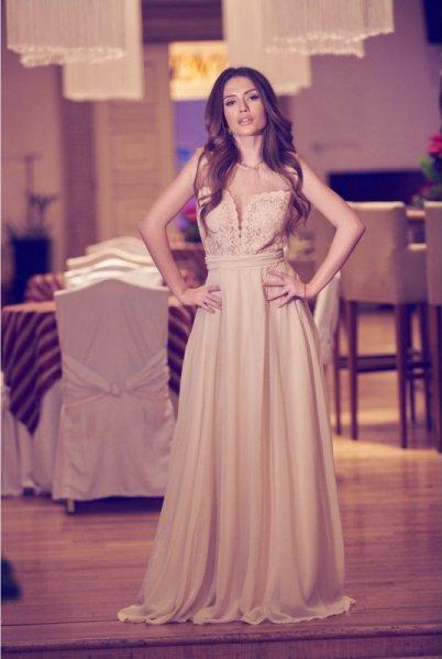 Мегз Дълга рокля с перли и дантела