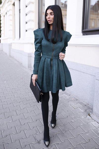 ЛИМИТИРАНА Рокля велур с квадратни ръкави в най-якия цвят на света