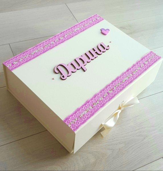 Ръчно декорирана кутия за спомени с прoдукти