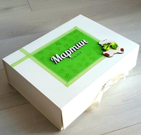 Ръчно декорирана кутия за спомени със/без продукти (унисекс)