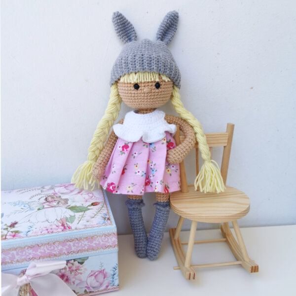 Ръчно плетена играчка Кукличка