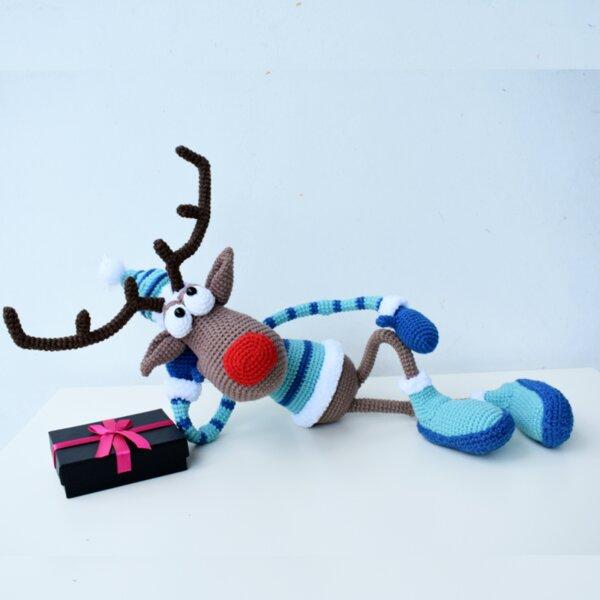 Ръчно плетена играчка от прежда Рудолф