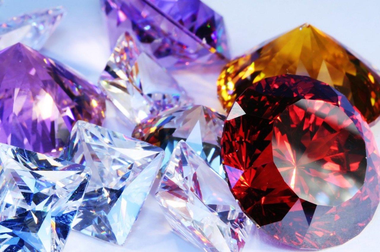 Скъпоценни камъни за всеки месец