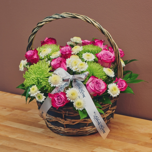 """Цветя в кошница """"Свежест"""""""