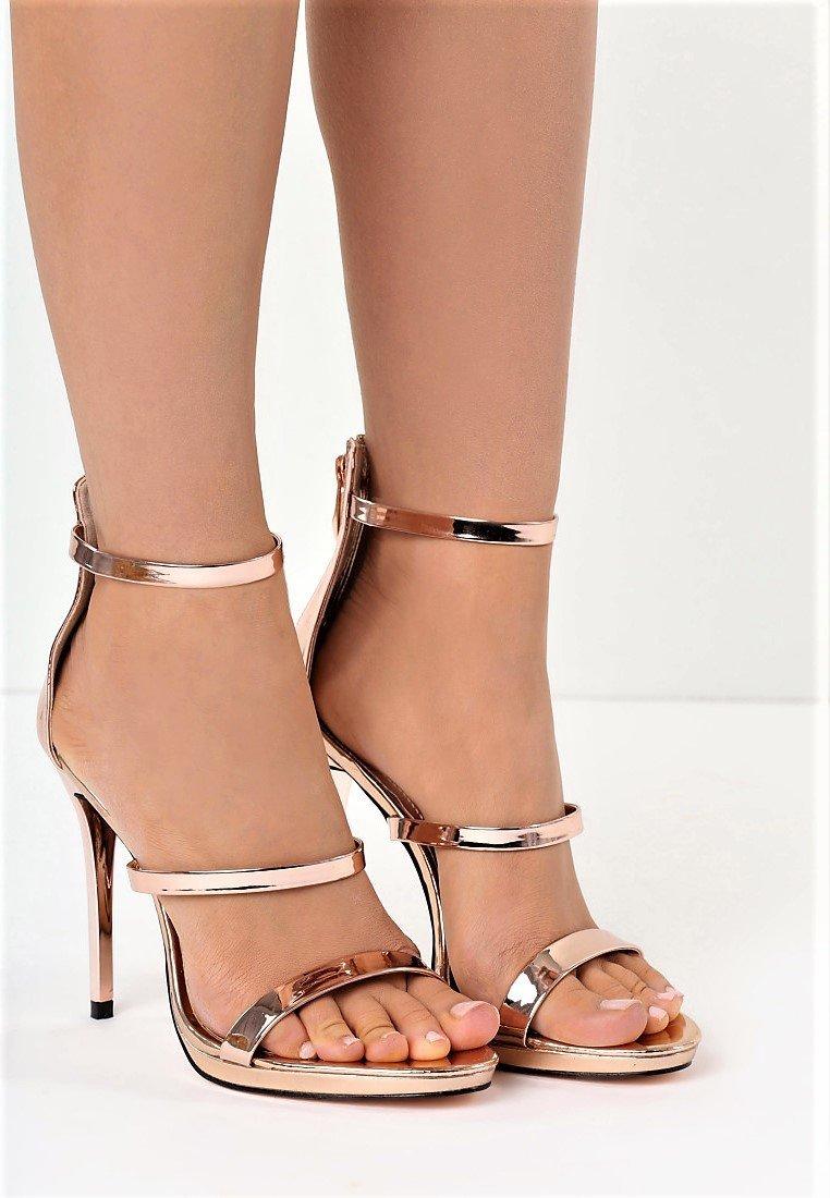 Златни сандали с каишки VERSAI