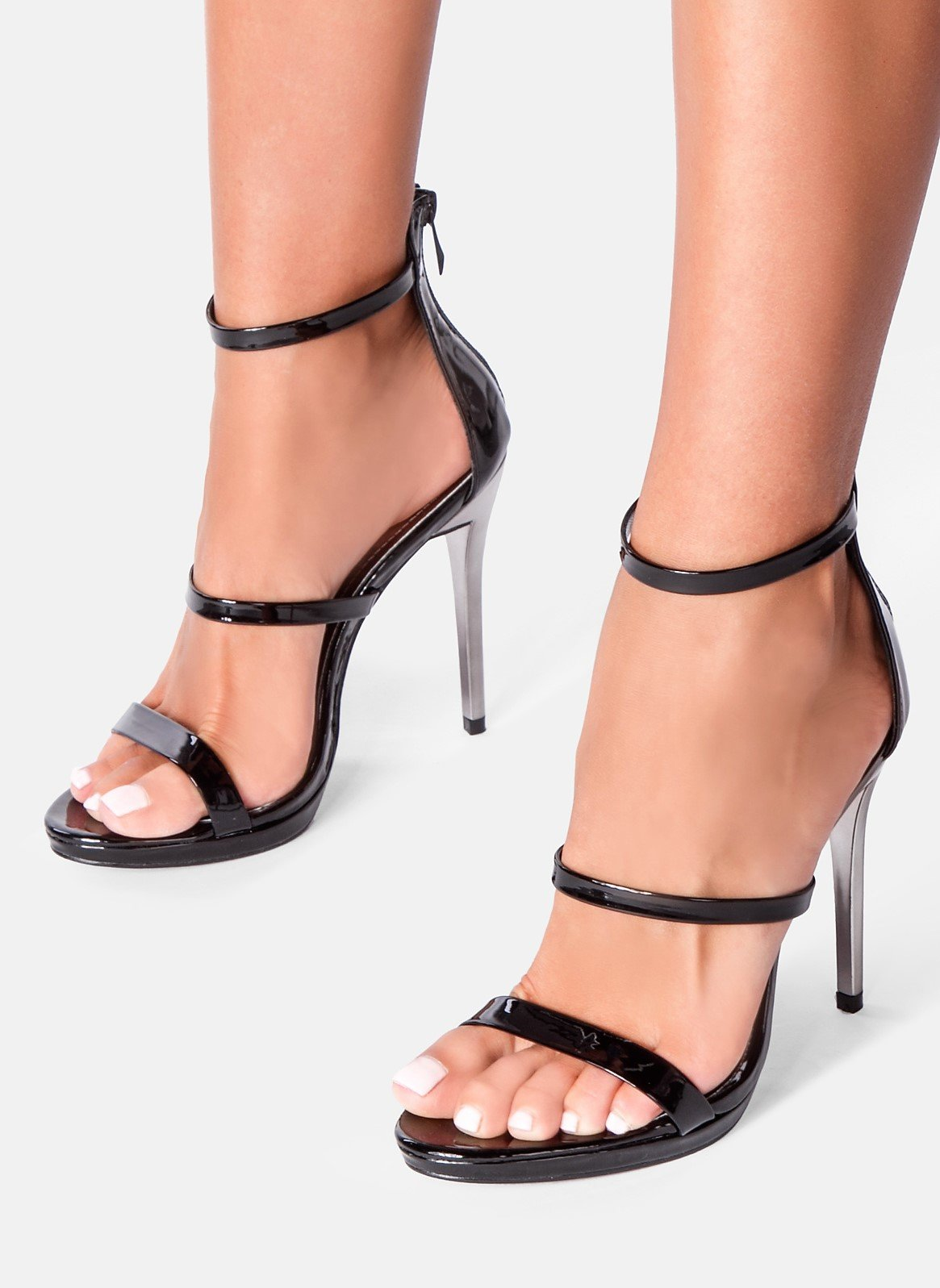 Черни сандали с каишки VERSAI