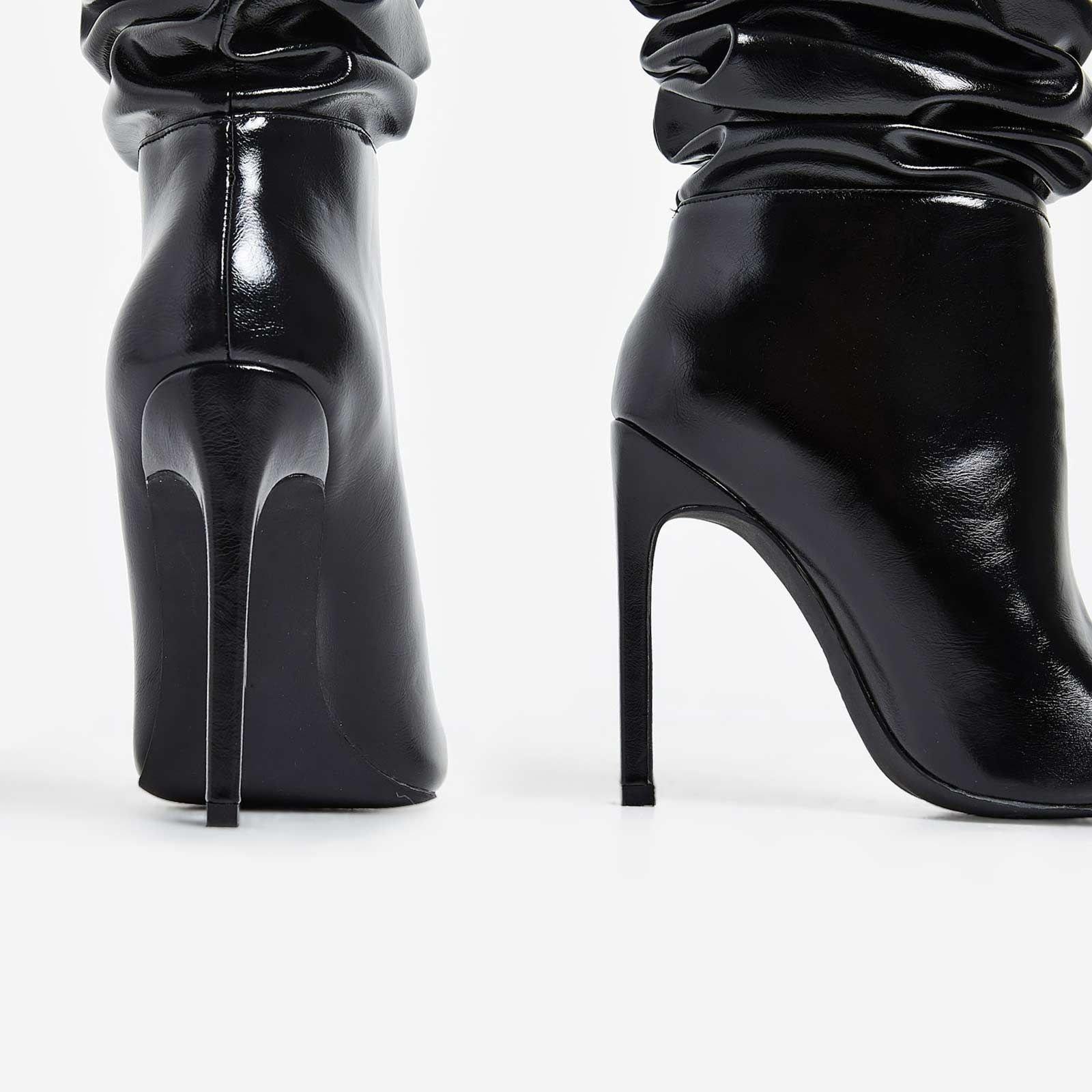 Високи набръчкани ботуши  MINAJ - черни