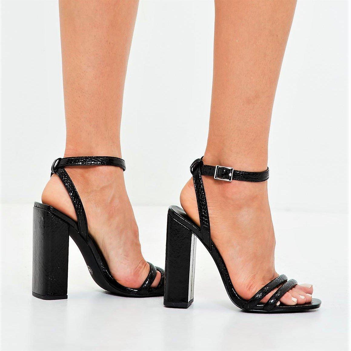 Черни сандали с квадратен ток CARDI