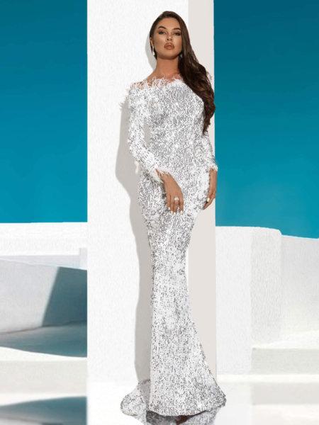 Дълга бална рокля Амал с голи рамене и декорация от пера в сребрист цвят