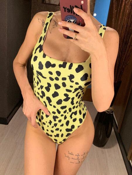 Цял бански Берта в жълт леопардов принт