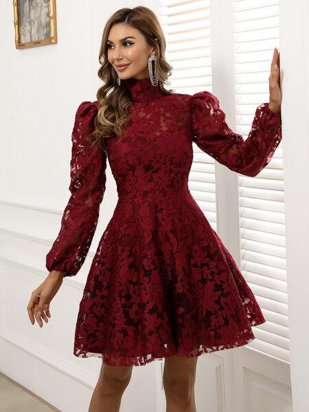 Разкроена дантелена рокля Аполина в цвят бордо