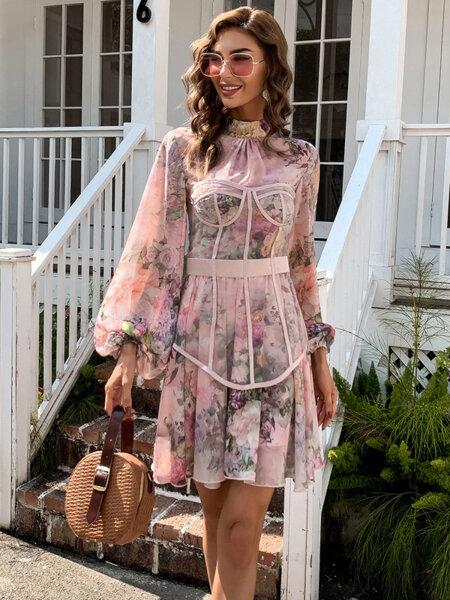 Разкроена розова рокля Толя с флорални мотиви