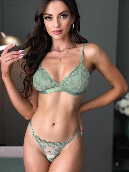 Маслиненозелен комплект бельо Янита - сутиен с триъгълни чашки и прашка