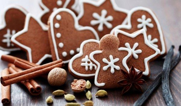 Коледни меденки с какао и захарна глазура