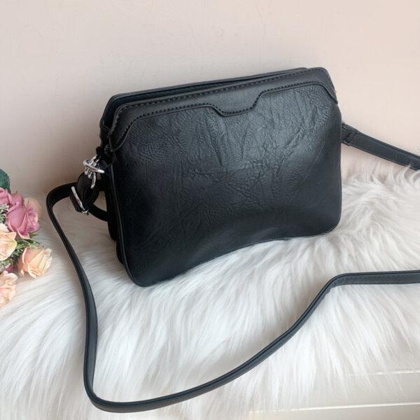 Дамска черна чанта с три прегради модел-2296