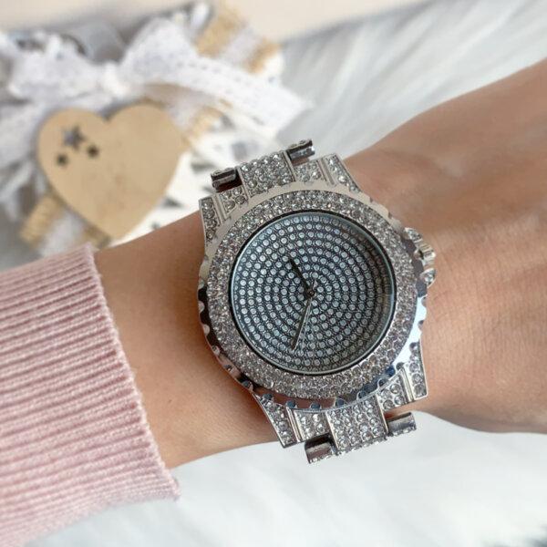 Луксозен дамски часовник с кристали модел W79
