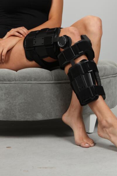 SL09B – Стабилизатор за коляно