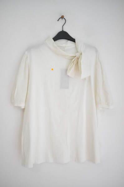 Трикотажна блуза с буфан ръкави и яка-панделка (второ качество)