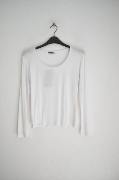 Дамска блуза от трико с обло деколте (второ качество)