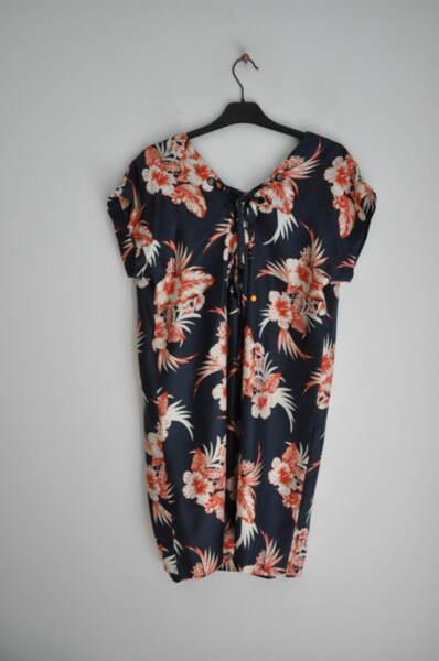 Дамска рокля с принт на цветя в свободен силует (второ ка1ество)
