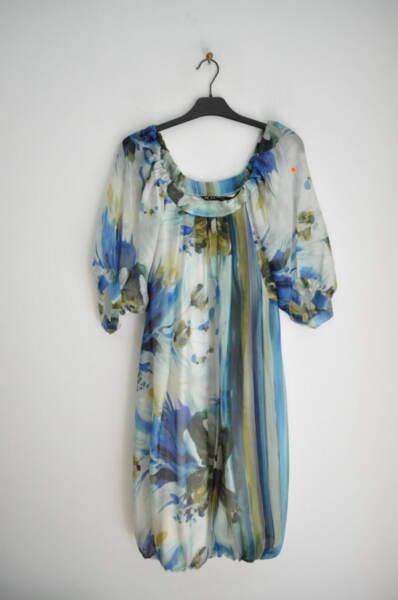 Дамска рокля с широко деколте и буфан ръкав (второ качество)