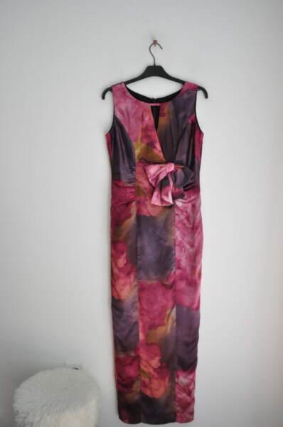 Вталена дълга дамска рокля с дискретен отвор (второ качество)