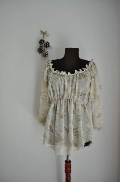 Ефирна дамска блуза с широко деколте