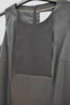 Черна дамска рокля с интересно деколте