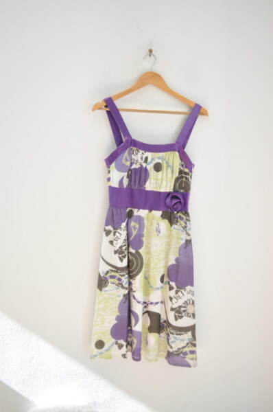 Свежа дамска рокля с втален силует (второ качество)