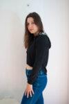 Дамска черна блуза с качулка (второ качество)