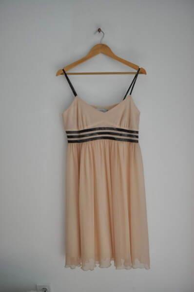 Нежна дамска рокля с тънки презрамки