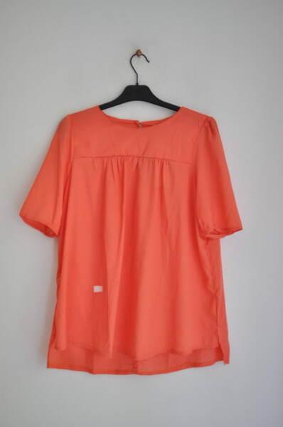 Разкроена дамска блуза в цвят корал (второ качество)