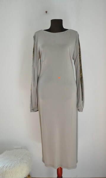 Права дамска рокля с ефектни ръкави (второ качество)