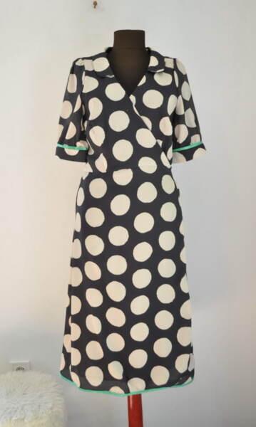 Дамска рокля на бежови точки (второ качество)