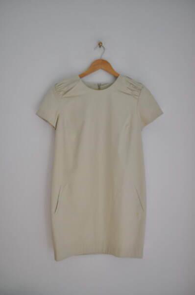 Дамска рокля с ефектни рамене (второ качество)